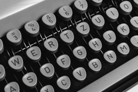 Photo d'une machine à écrire | Maison Carrillo - Le vestiaire écoresponsable