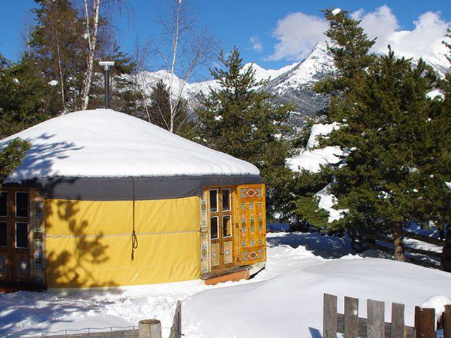 Une yourte traditionnelle au cœur de la Savoie - Hébergement insolite à la montagne