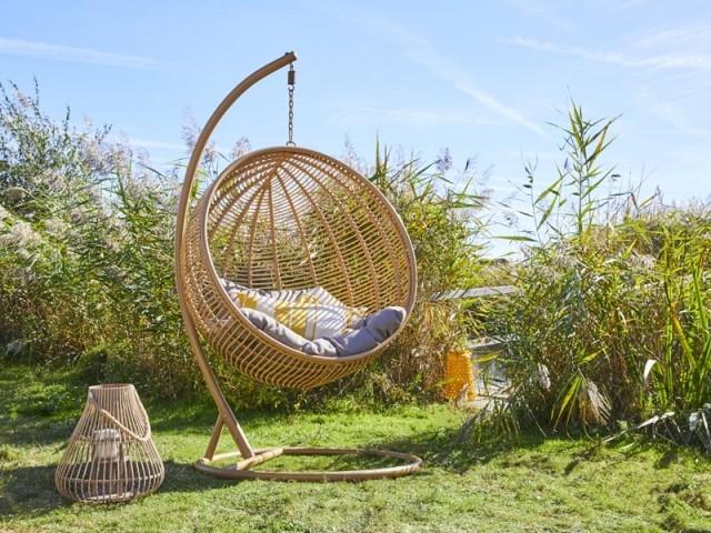jardin un fauteuil cocon pour un ete
