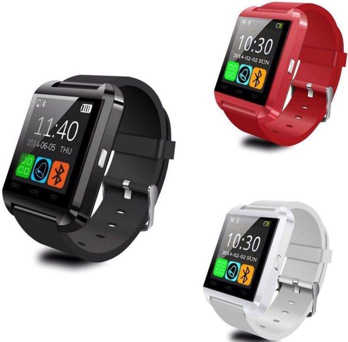 La U8 SmartWatch est disponible en noir, blanc et rouge