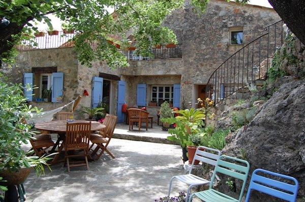 Maison d'hôtes à vendre dans le Haut-Var : Bastide du 18e avec Gîte et Chambres d'hôtes