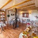 Maison d'hôtes à vendre près du Puy du FOU (salle de petit déjeuner)
