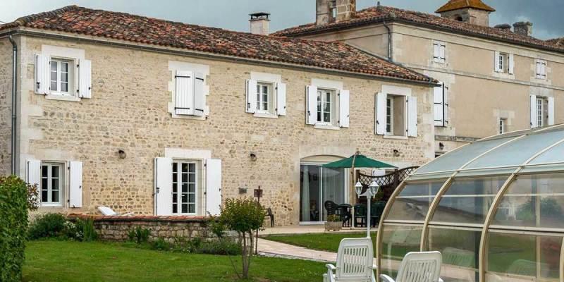 Maison d'hôtes à vendre à Linars près d'Angoulême (Charente) et à moins d'une heure de Bordeaux