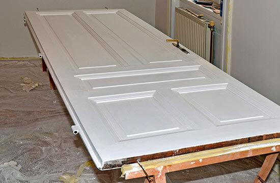 conseil pour peindre une porte en bois