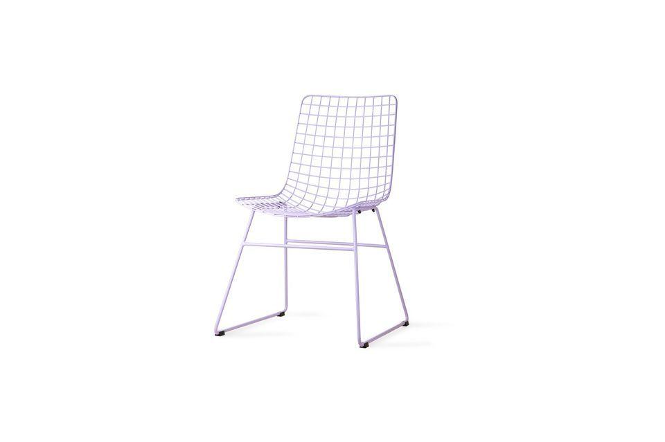 chaise en metal couleur lilas
