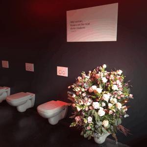 De Nacht Van Exclusief - La Brugeoise - bloemen op wc