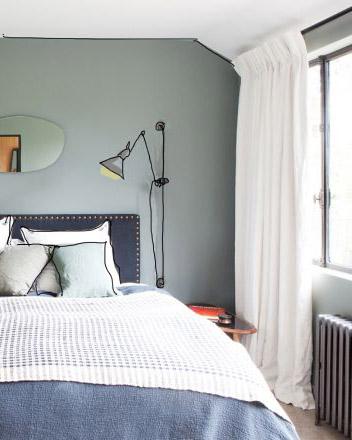 come-illuminare-la-camera-da-letto-lampada-a-muro