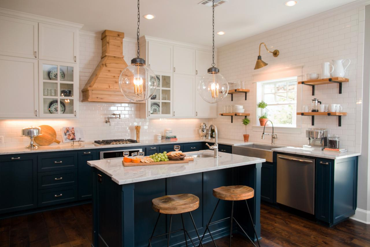 Fixer upper style farmhouse lighting maison mass for Hgtv kitchen designs photos