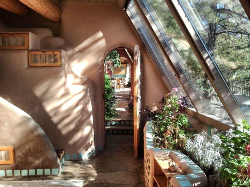 Intérieur de Earth Ship, maisons et villages verts