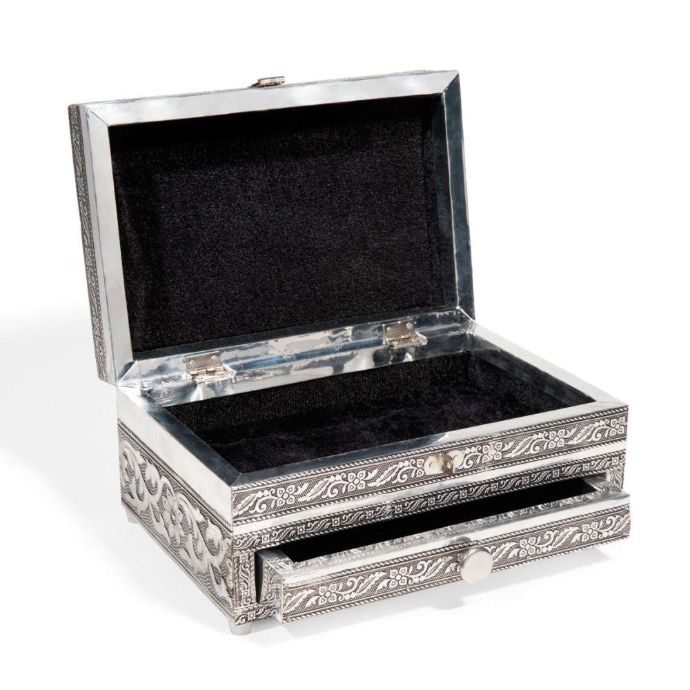 maison du monde boite bijoux excellent plemle photo en bois x cm blackstage maisons du monde. Black Bedroom Furniture Sets. Home Design Ideas