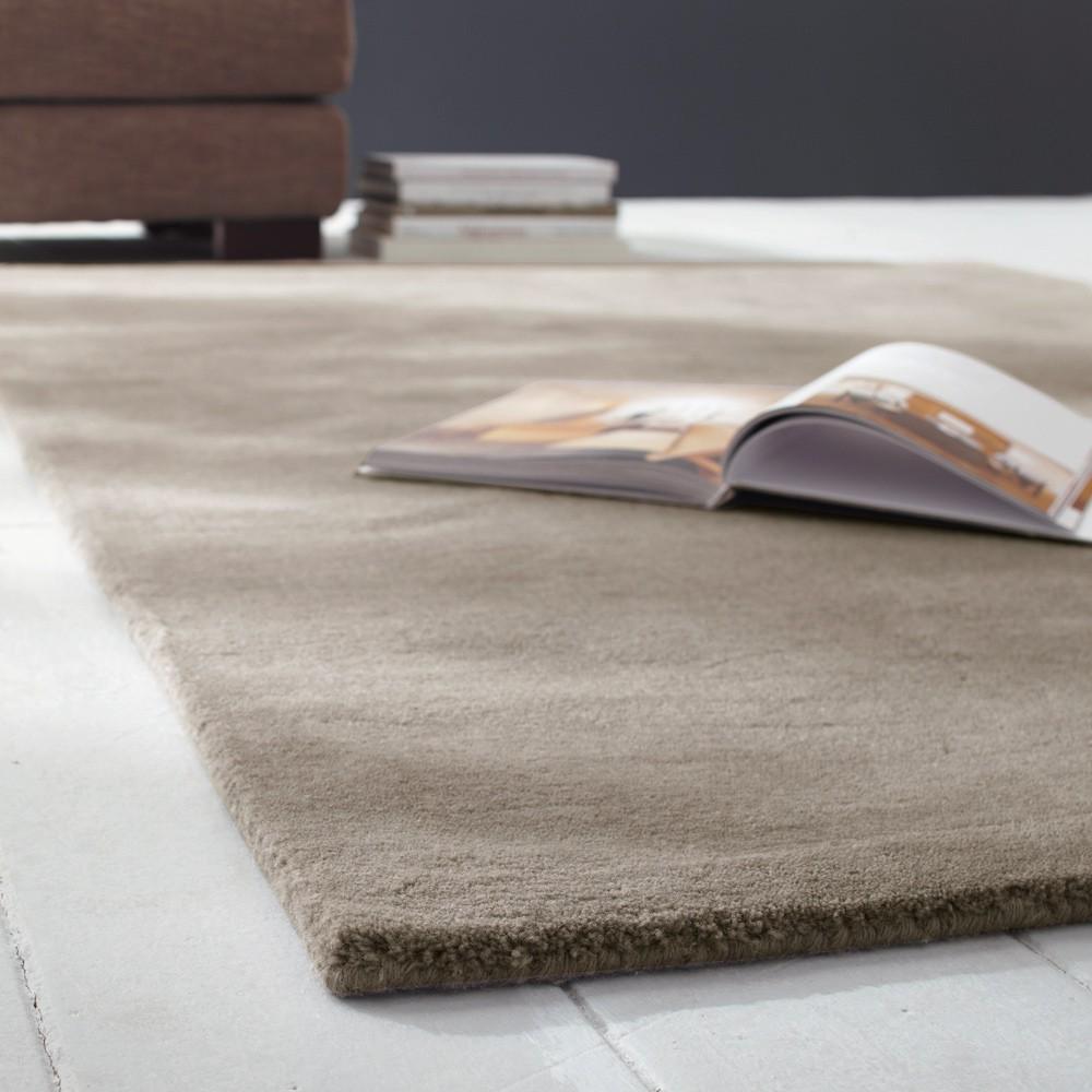 Tappeto beige in lana a pelo corto 160 x 230 cm SOFT