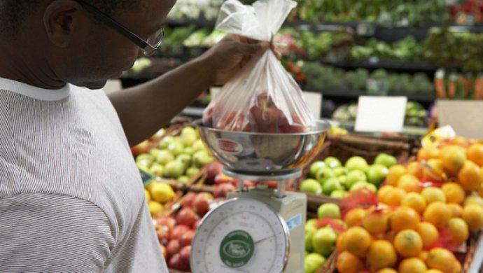 IBGE: Inflação em fevereiro é mais baixa para o mês desde 2000