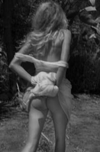 busty_blonde_bombshell_charlotte_mckinney_shows_off_06-13af3283_web