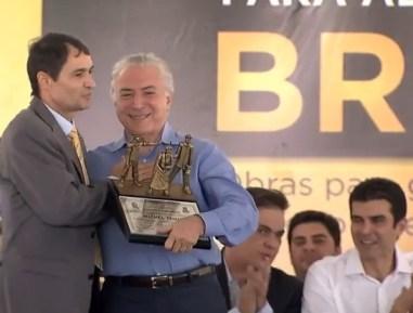 Temer recebe homenagem de Romero Rodrigues