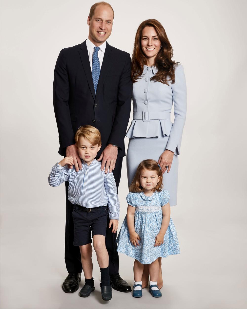 William e Kate Middleton divulgam foto de Natal ao lado dos filhos