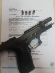 Pistola apreendida com Naldo (Foto: Arquivo Pessoal)