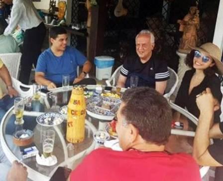 O político Jarbas Vasconcelos, entre o filho caçula e a ex-BBB Foto: Reprodução/Instagram