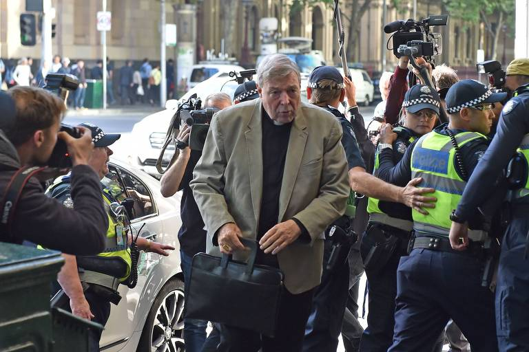Testemunhas acusam o 3º da hierarquia católica de abuso de criança