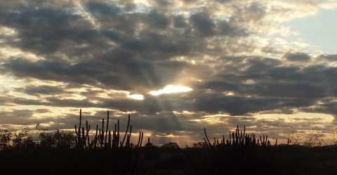 Sol entre as nuvens na 'fronteira' da Paraíba
