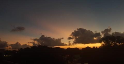 Pôr do sol apreciado no Centro de João Pessoa
