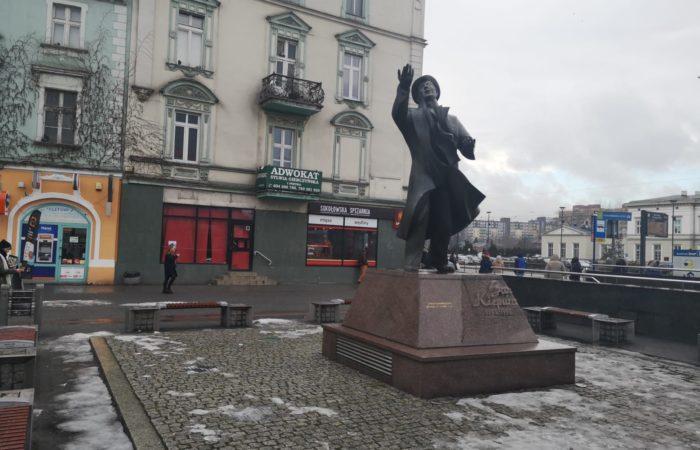 p.zza di Sosnowic con la statua di Jan Kiepura