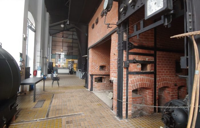 Ingresso e sala del teatro gestito da Bunker, lo Stara Elektrarna