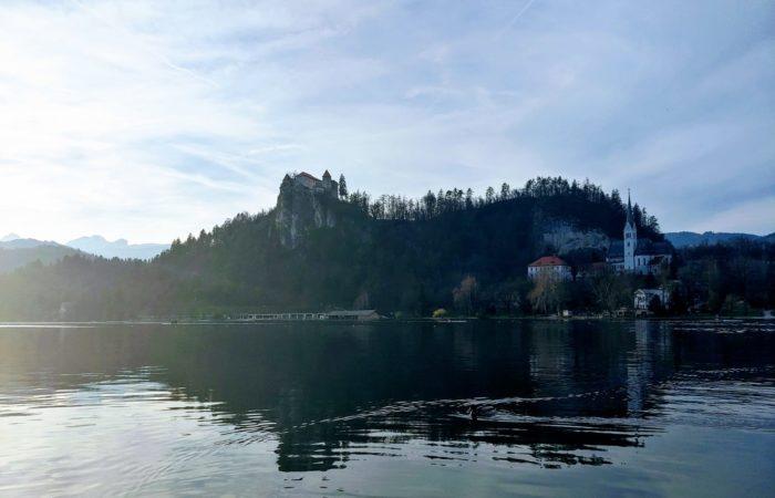 Lago di Bled, sormontato da un castello_1015 anni_a 50 km da Lubiana