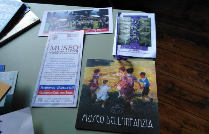 brochure di musei del luogo