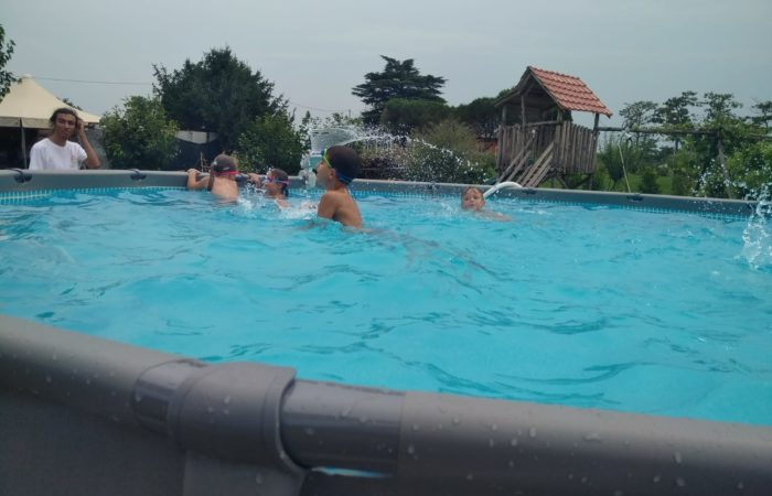 un tuffo in piscina
