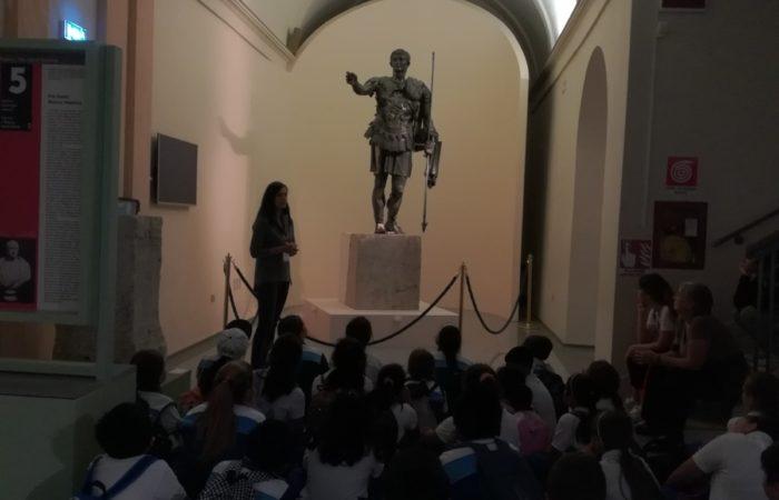 Visita guidata con sosta di fronte alla statua Bronzea di Germanico