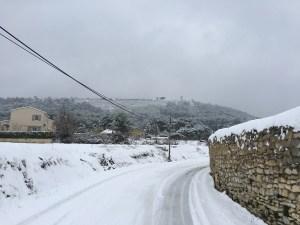 Un paysage sous la neige