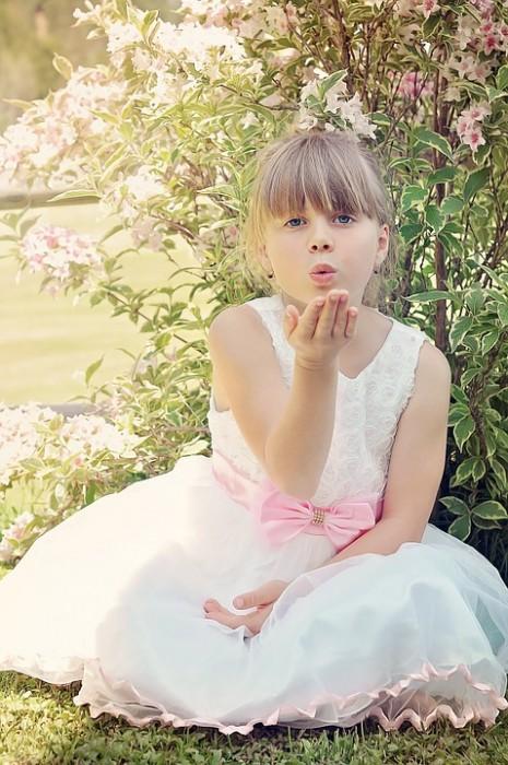 تفسير حلم رؤية ثوب أو فستان أبيض للعزباء أو الحامل في المنام