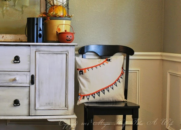 Easy halloween decor for a dining room