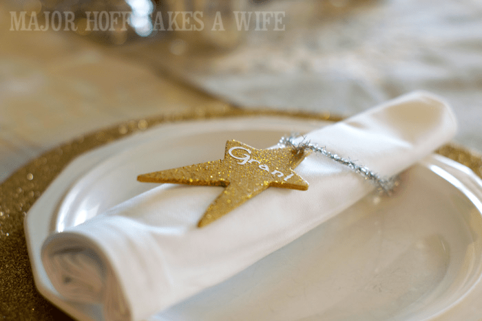 Use a Christmas Ornament as a Place Setting. Looking for homemade Christmas gifts? Look no further than these homemade Christmas ornaments. Use them as tree decorations, to grace your holiday table, or for fun tags to gifts! The ideas and endless and your friends and family will love these glittery stars personalized just for them!