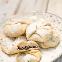 Is it a chorley cake? Singing Lily? An Eccles Cake? A currant cake? Whatever they are, these traditional mini hand pies are adorable. Based on a recipe from my British Great Grandmother- simply fold extra pie crust around a heaping spoonful of currants and sugar. Perfect for those leftover Thanksgiving and Christmas pie crust scraps!