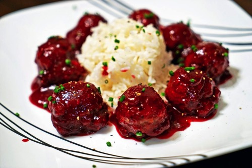 Roasted Garlic Turkey Meatballs with Spicy Cranberry Glaze