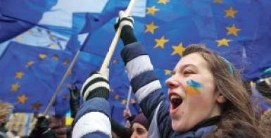 Students take part in a rally to support EU integration in Kiev