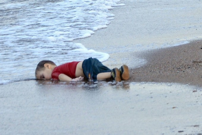 epa04910104 Washed up body of a refugee child who drowned during a failed attempt to sail to the Greek island of Kos, at the shore in the coastal town of Bodrum, Mugla city, Turkey, 02 September 2015. At least 11 Syrian migrants died in boat sank after leaving Turkey for the Greek island of Kos. EPA/DOGAN NEWS AGENCY ATTENTION EDITORSgraphic content ATTENTION EDITORS: PICTURE CONTAINS GRAPHIC CONTENT ; TURKEY OUT