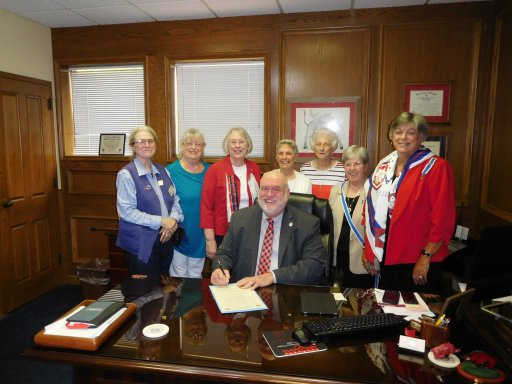 Jacksonville Mayor Bob Johnson signs proclamation