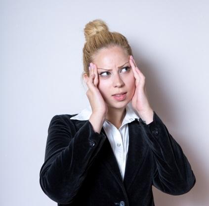 毛周期通りに脱毛の施術が出来なくて悩む女性