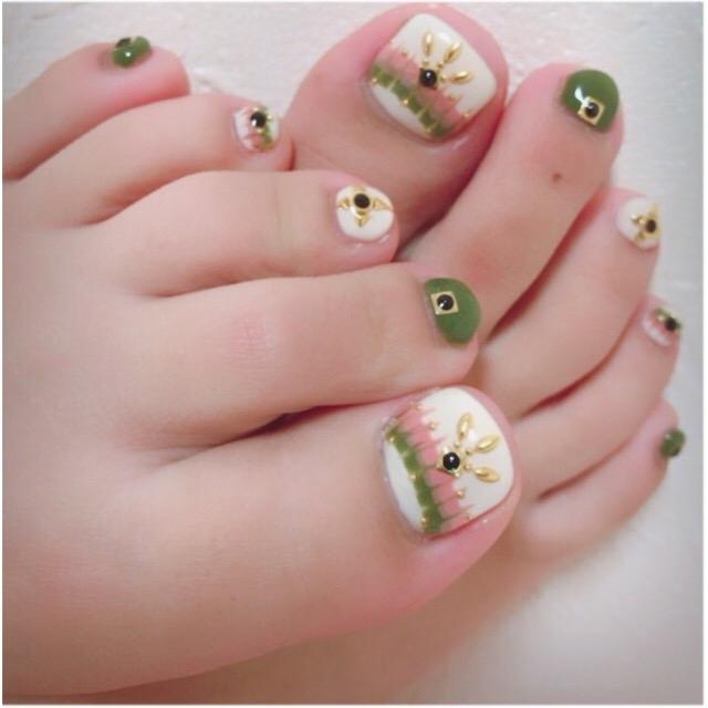 足の指毛を脱毛してネイル下女性の脚の指