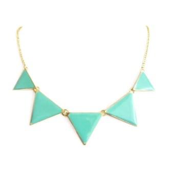 imagen de collar con triangulos menta
