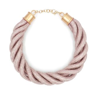 Collar trenzado de cuerdas
