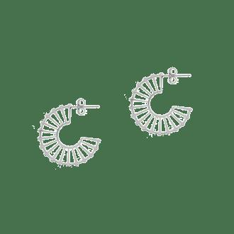Pendientes de aro planos con diseño minimalista en plata