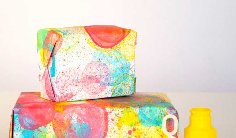 Bubble-Print Wrapping Paper