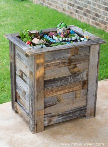 Diy Reclaimed Wood Planter Box . Upright Fairy