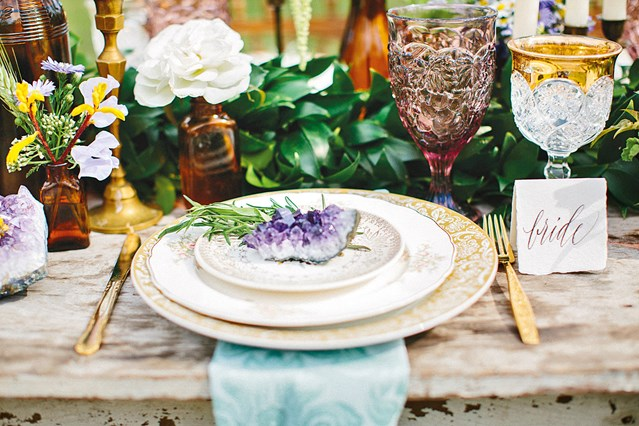 Place setting with Geode