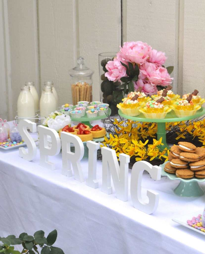 easter table decorations carrot cake cupcakes easter table ideas make lovely 31704