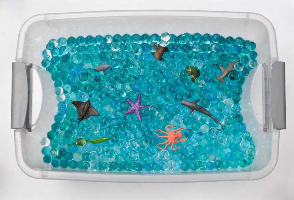 How to make an ocean sensory bin with water beads