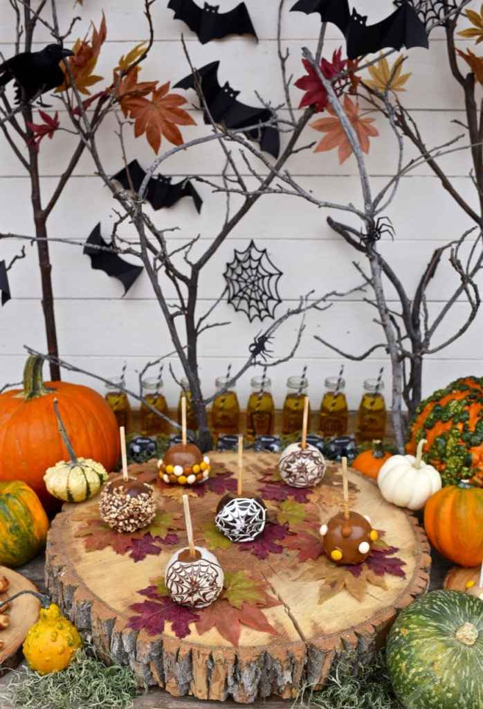 Outdoor Halloween party tablescape